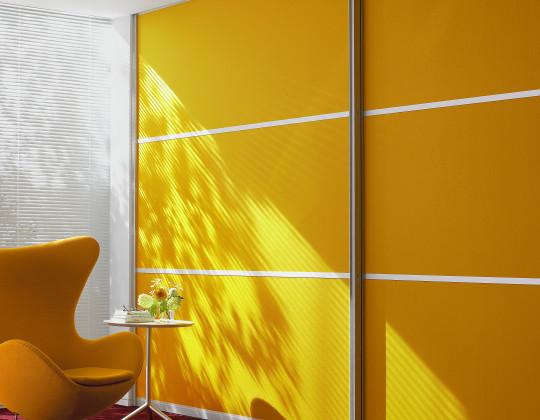 Żółta szafa