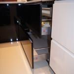 Kuchnia biało-czarna - szuflady