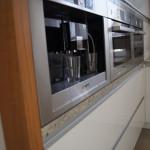 Biała kuchnia - express do kawy firmy bosh